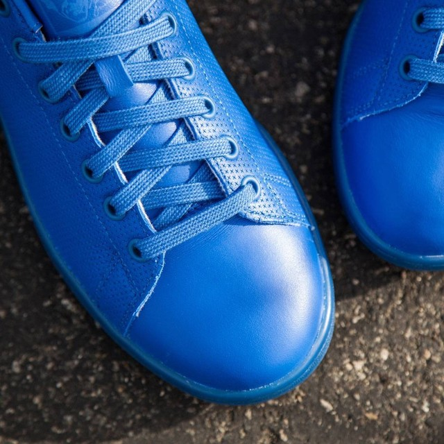 Monochrome Kicks